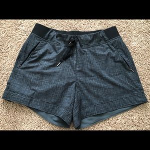 Calia by Carrie Underwood- Anywhere cuff shorts